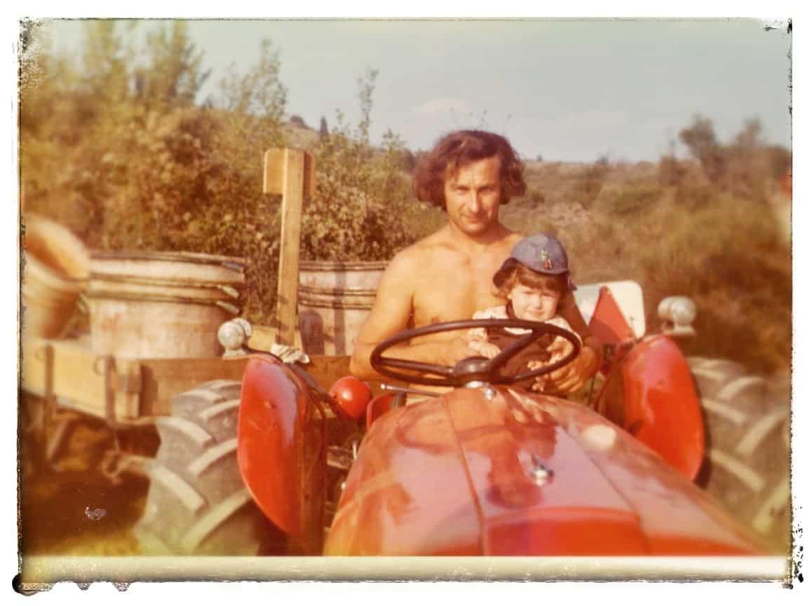 Sur le tracteur de mon oncle Christian Jougla en 1975. J'ai 15 mois !