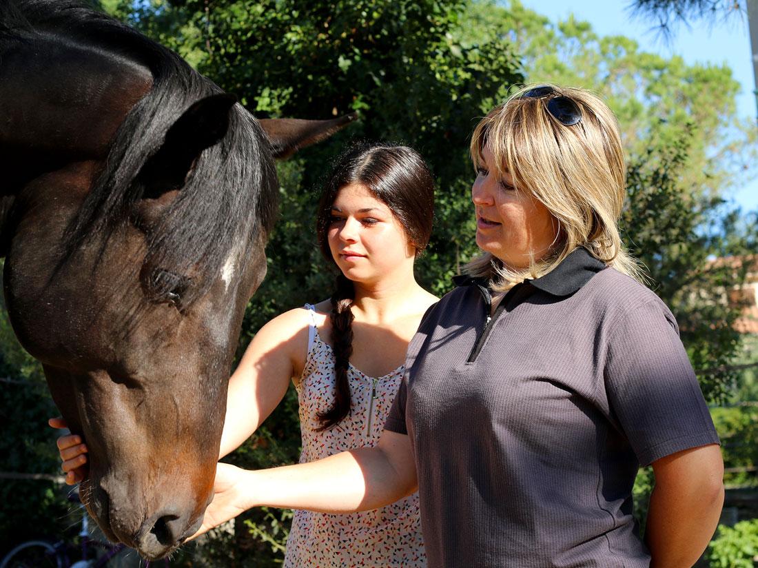 Moment de partage avec les chevaux et Cécile.